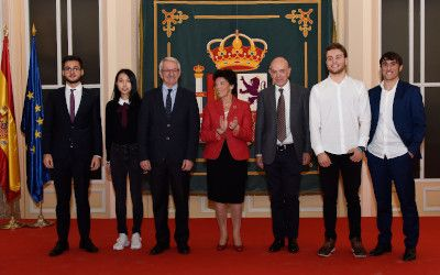 Premiados olimpiadas 2019 y Ministra de Eduación